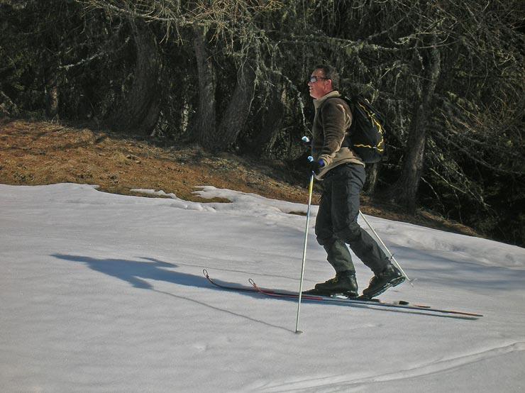Avec des skis de telemark courts et l�gers et des chaussures pas trop hautes, la marche redevient un plaisir.